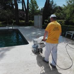 Problemas y soluciones de piscinas y jardines en mármol y granito